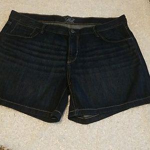 Old Navy Flirt denim shorts size 16